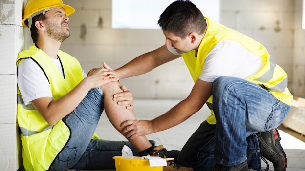 Ați avut un accident la muncă? Cum primiți compensație