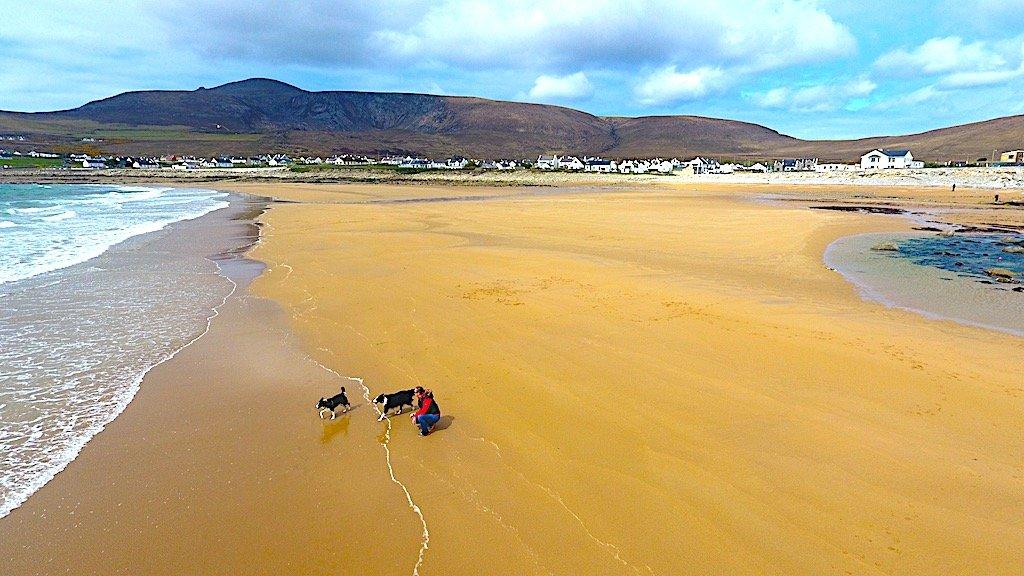 O plajă a reapărut în Irlanda după 30 de ani de la dispariţie