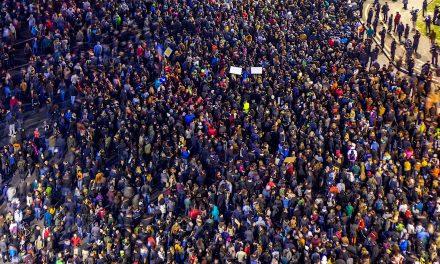 Cel mai mare protest din ultimii 25 de ani – 150.000 români în stradă