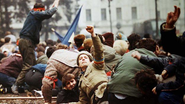 Revoluția din 1989. România furată. (Documentar video)