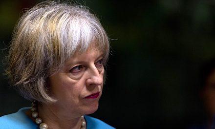 May pierde majoritatea absolută, Corbyn îi cere demisia. Brexit