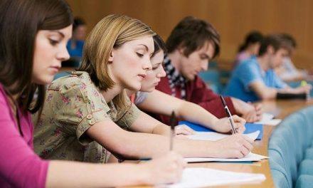 UK va oferi în continuare împrumuturi studenţilor din UE