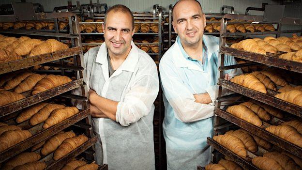 Români din Galați – afacerea cu croissante pe care le vând și în UK