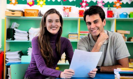 Profesorii isi pot crea propriile lectii interactive online, gratuit