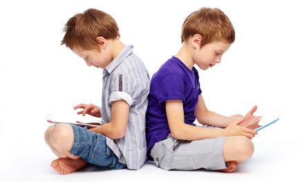 Încerci să îi iei copilului din mână tableta / telefonul? Evită isteriile