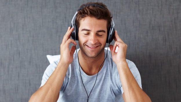 De ce nu ar trebui să asculți muzică atunci când te concentrezi