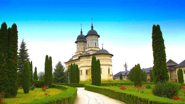 Redescoperă România – șapte mănăstiri excepționale din Moldova