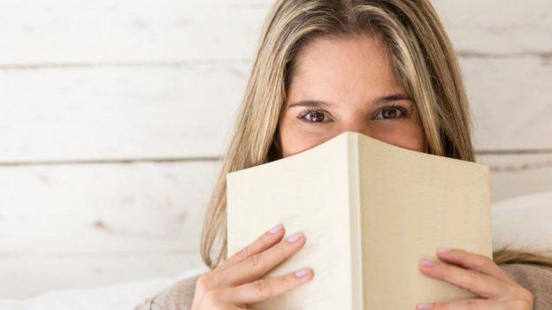 Persoanele care citesc cărţi sunt mai empatice şi mai agreabile